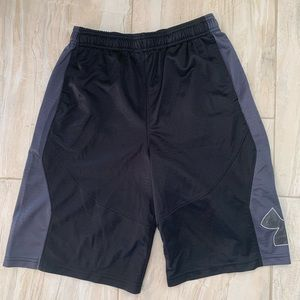 Under Armour Boys Black And Gray Shorts  Size L